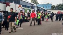 Trans Media Berangkatkan Ratusan Pemudik Pulau Jawa