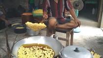 Pengusaha Makanan Khas Trenggalek Kewalanan Layani Konsumen