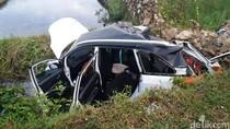 Mobil Terjun ke Parit dan 4 Orang Tewas, Sopir Melarikan Diri