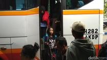 Pemudik asal Trenggalek Mulai Berdatangan di Terminal Surodakan