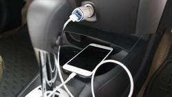 Lagi Macet, Jangan Ngecas Handphone Saat Mesin Mobil Mati