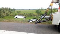 Mobil Pemudik Terperosok Parit di Km 180 Cipali, Lalin Macet 1 Km
