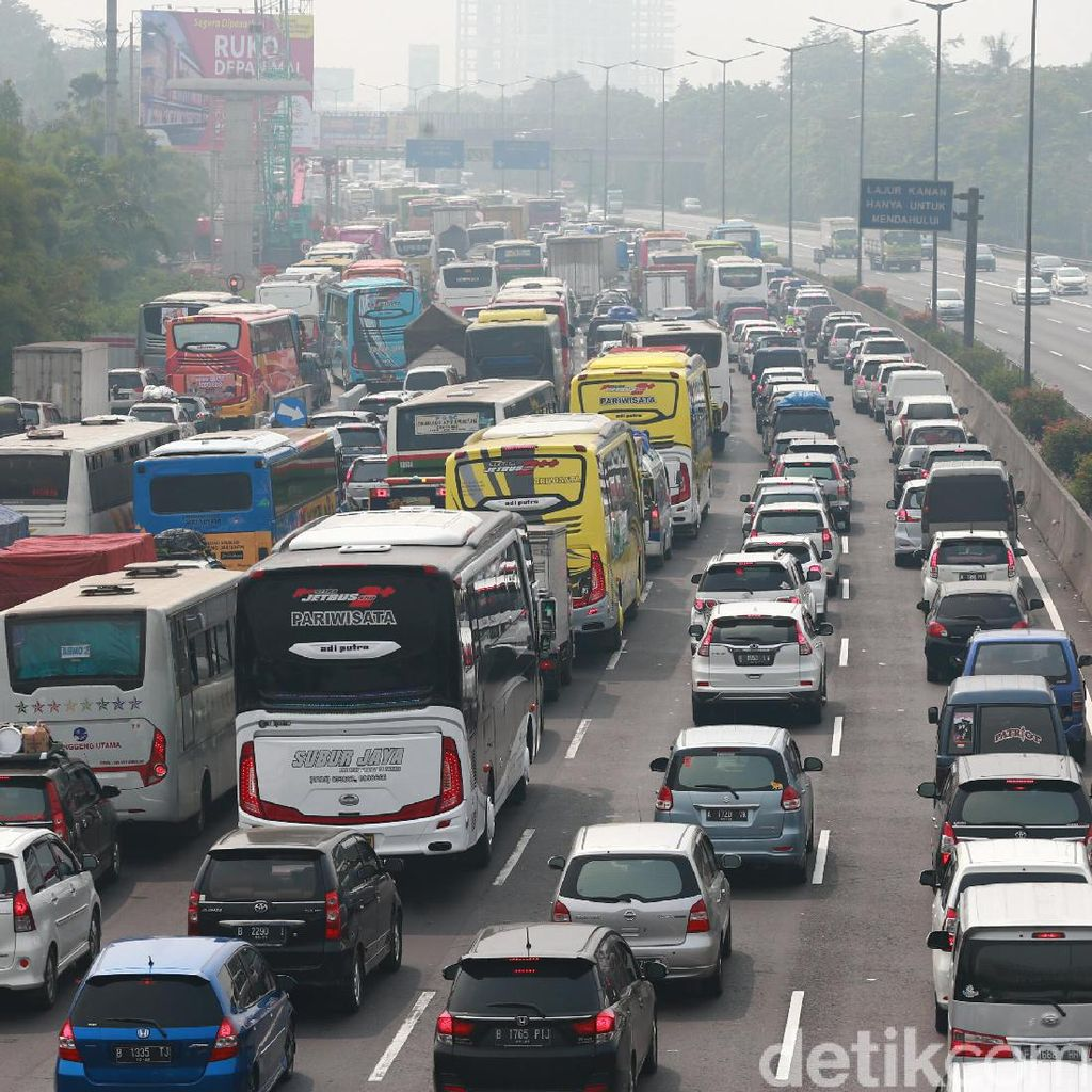 Tol Cikampek-Jakarta Padat, Contraflow Diterapkan di KM 65-KM 41
