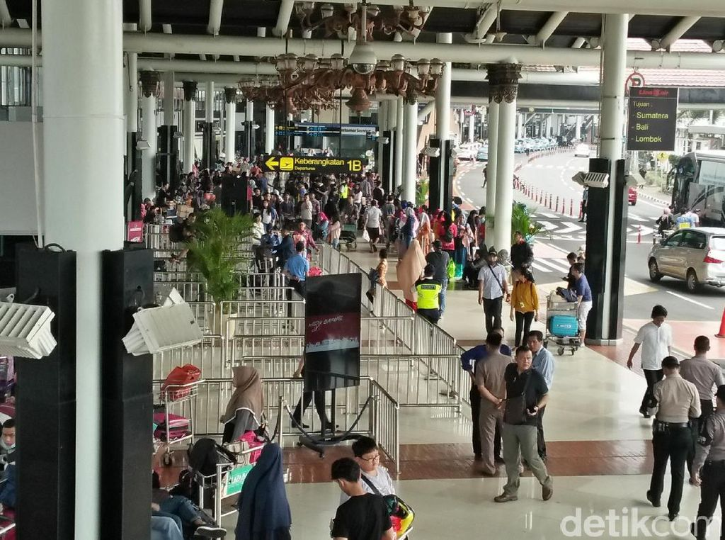 Penampakan Pemudik di Bandara Soekarno-Hatta pada H-2 Lebaran