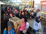 Penampakan Ramainya Pemudik di Stasiun Tugu Yogya Hari Ini