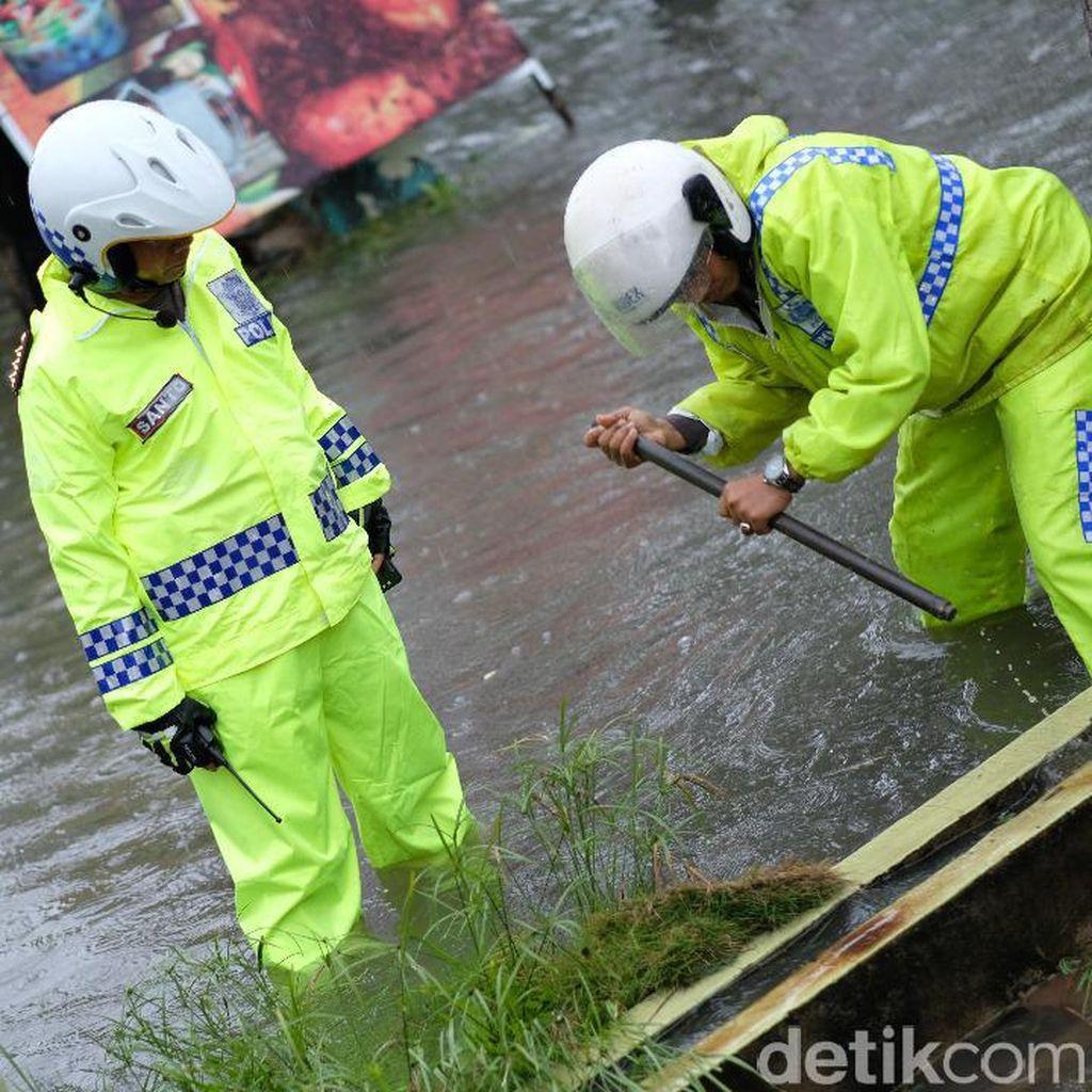 Banjir Pekanbaru, Kapolresta: 8 Mobil Terendam di Basement Hotel