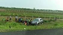 Pengemudi Mengantuk, Mobil Pemudik Terbalik di KM 242 Tol Kanci