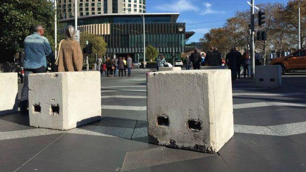 Melbourne Pasang Beton Pengaman di Pusat Kota