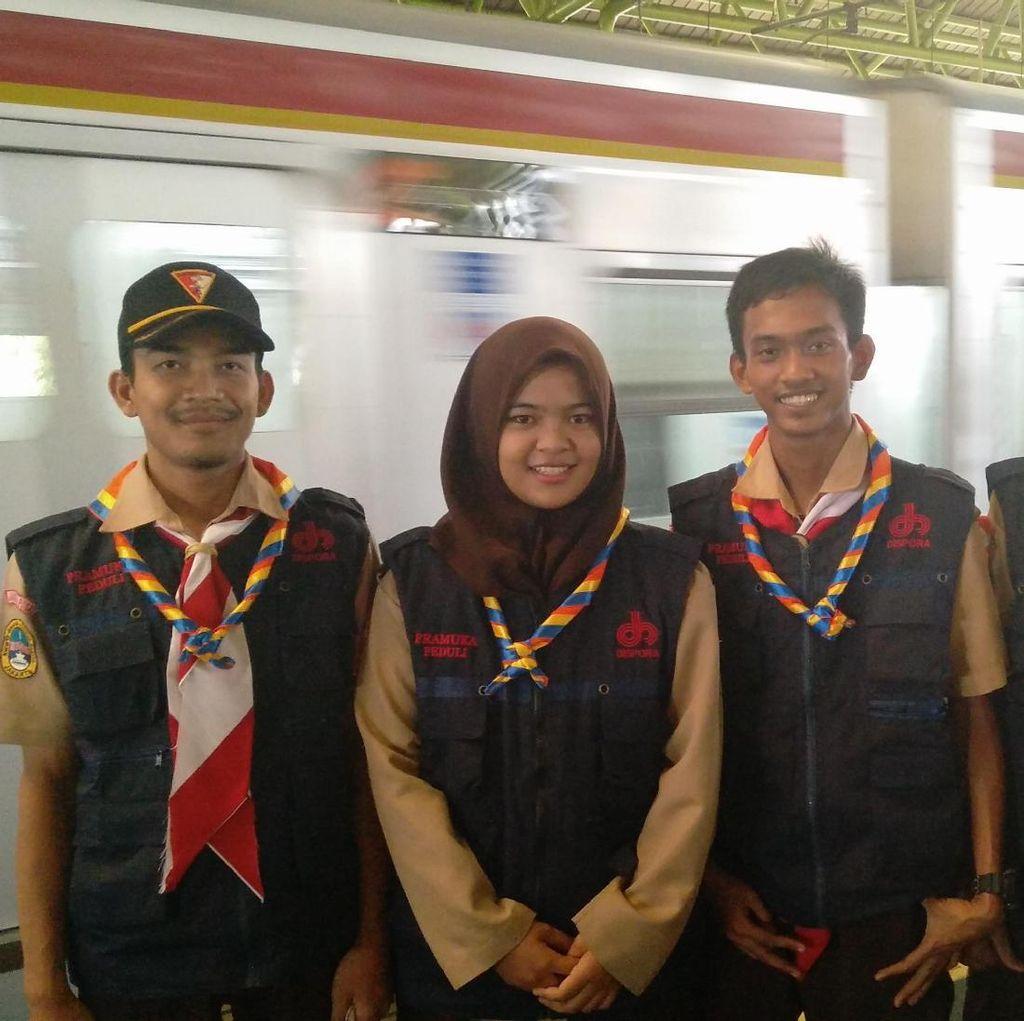 Pramuka Ikut Siaga Pengamanan Arus Mudik di Stasiun Gambir
