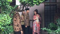 Jenguk Solihin GP, Jokowi Dapat Kado Ulang Tahun