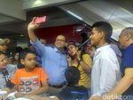 Anies Dicurhati Pedagang Tanah Abang: Penjualan Turun Pak!