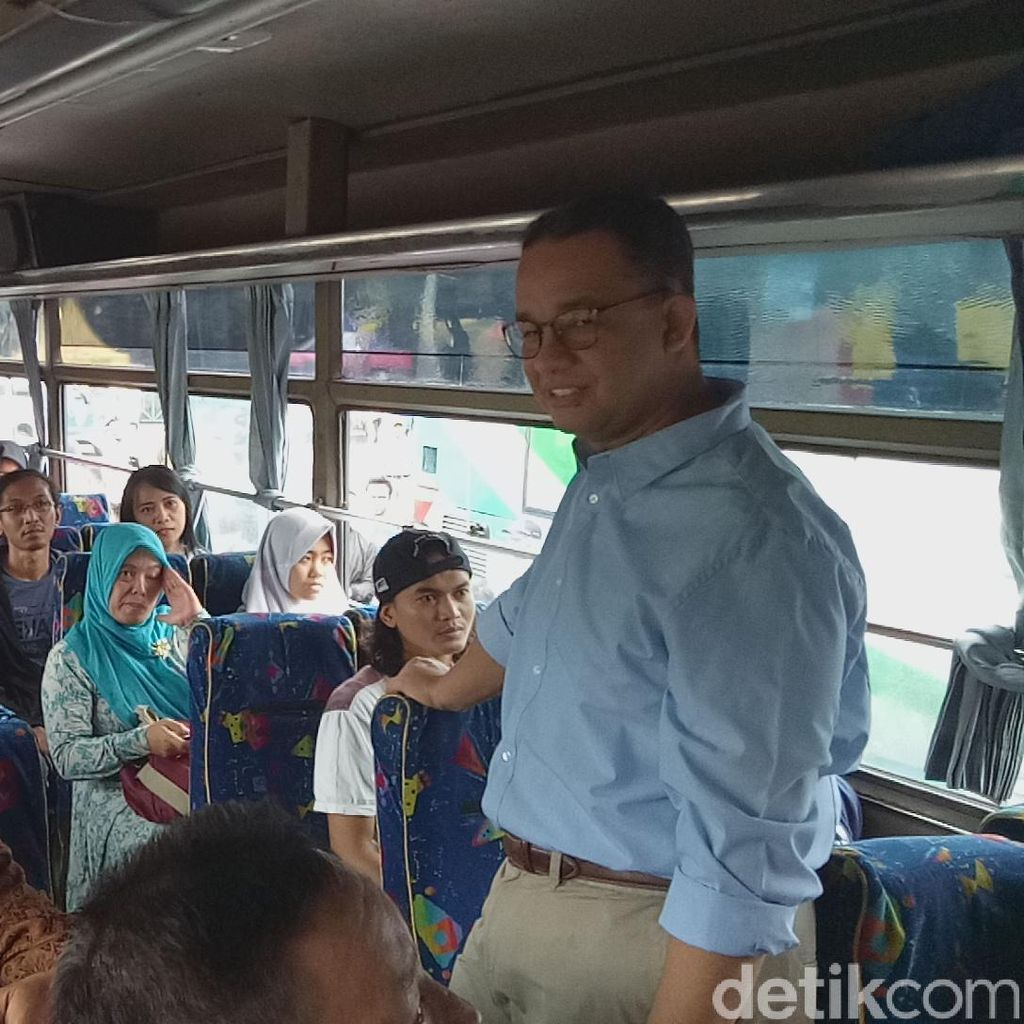 Anies Tinjau Arus Mudik di Terminal Kampung Rambutan