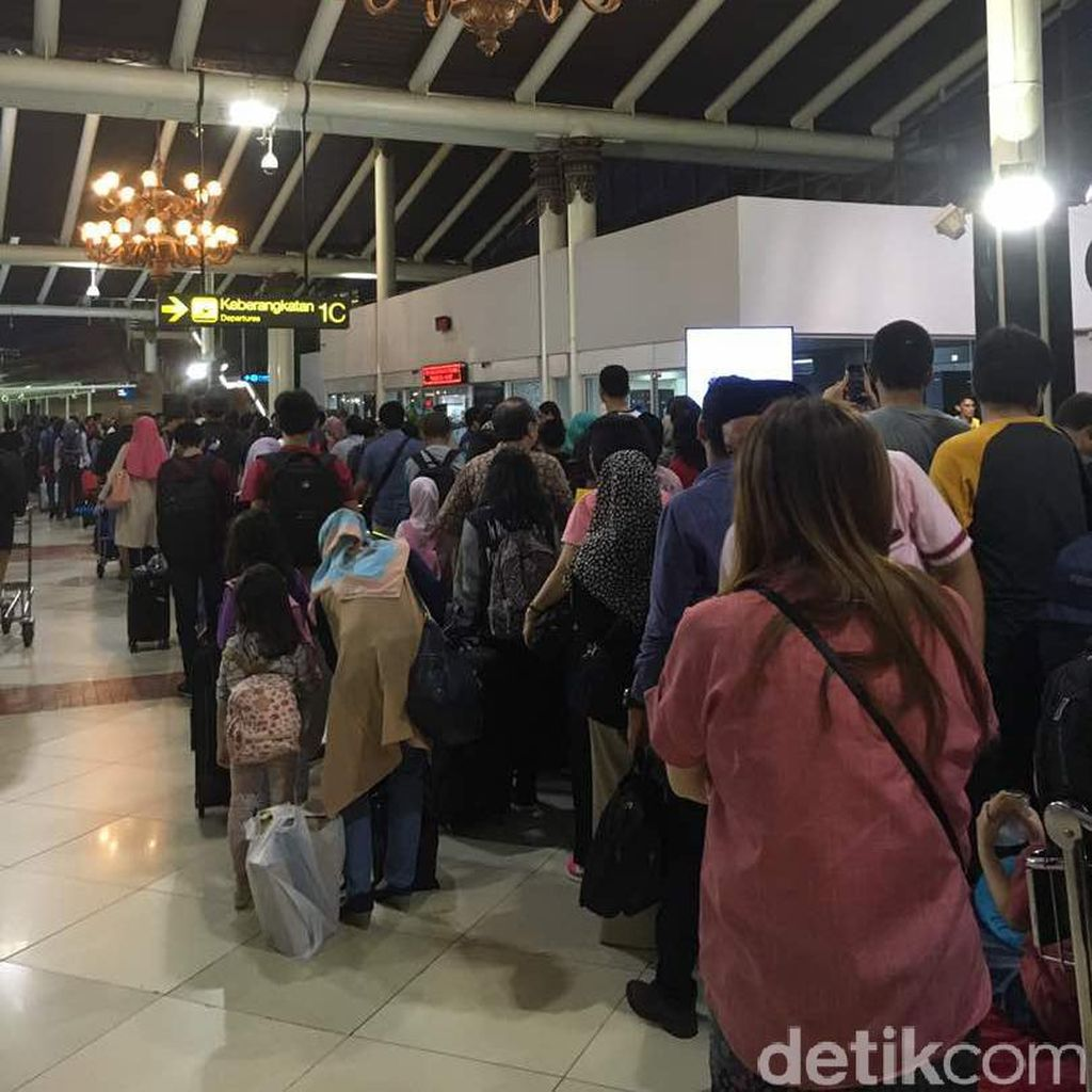 H-1 Lebaran, Begini Kepadatan Penumpang di Bandara Soekarno-Hatta