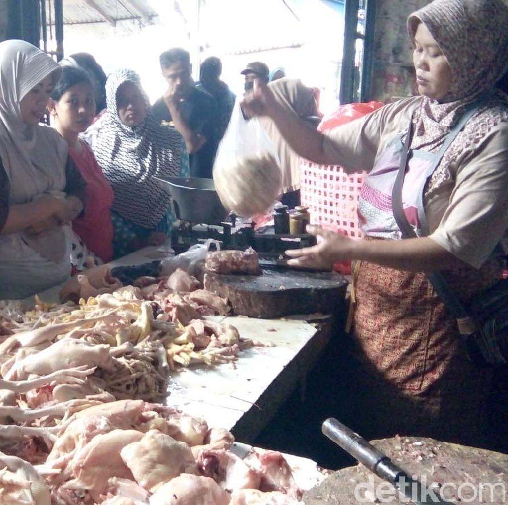 Harga Naik, Permintaan Daging Ayam Tetap Tinggi di Jepara