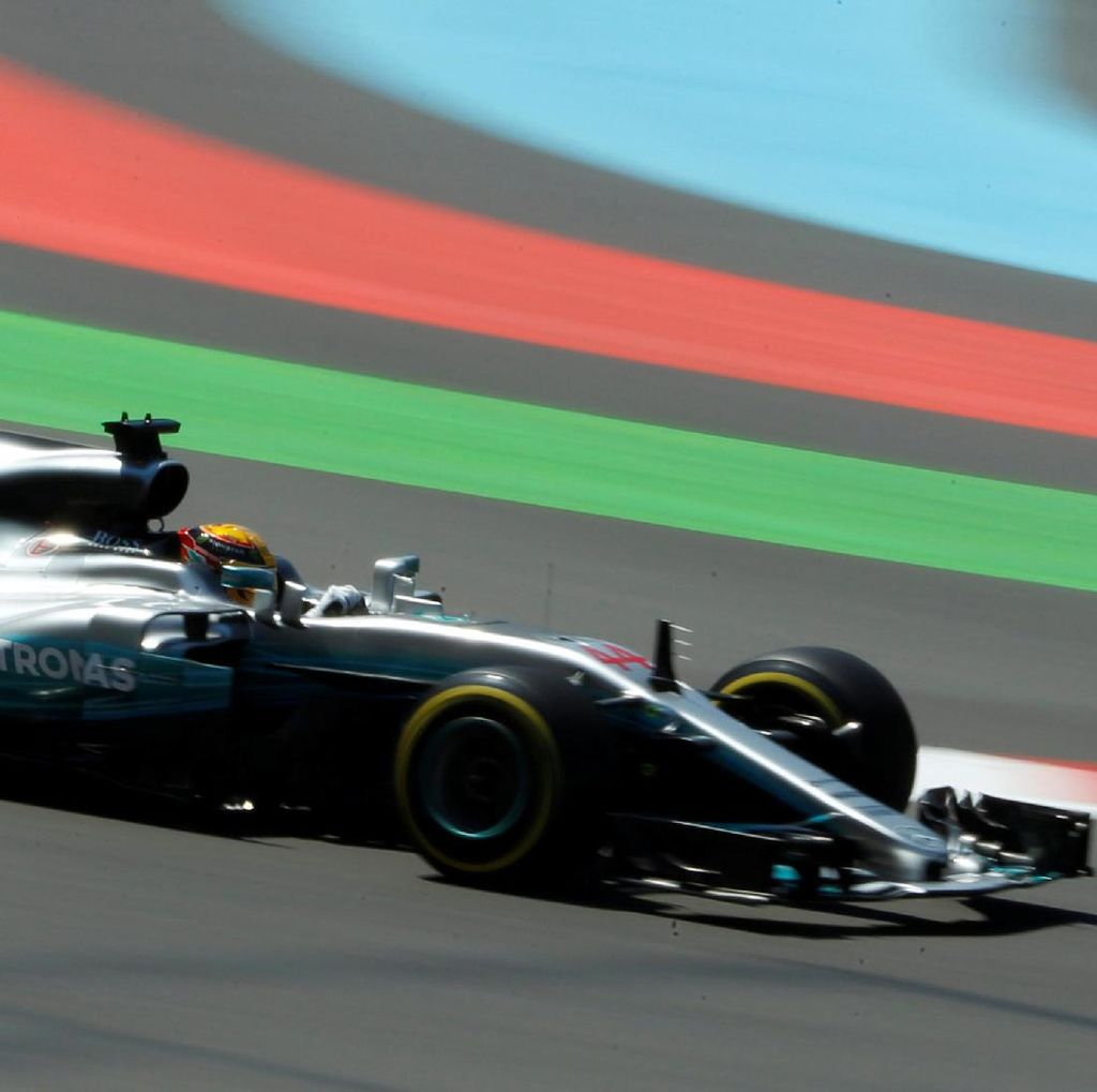 Kalahkan Bottas, Hamilton Pole di Baku