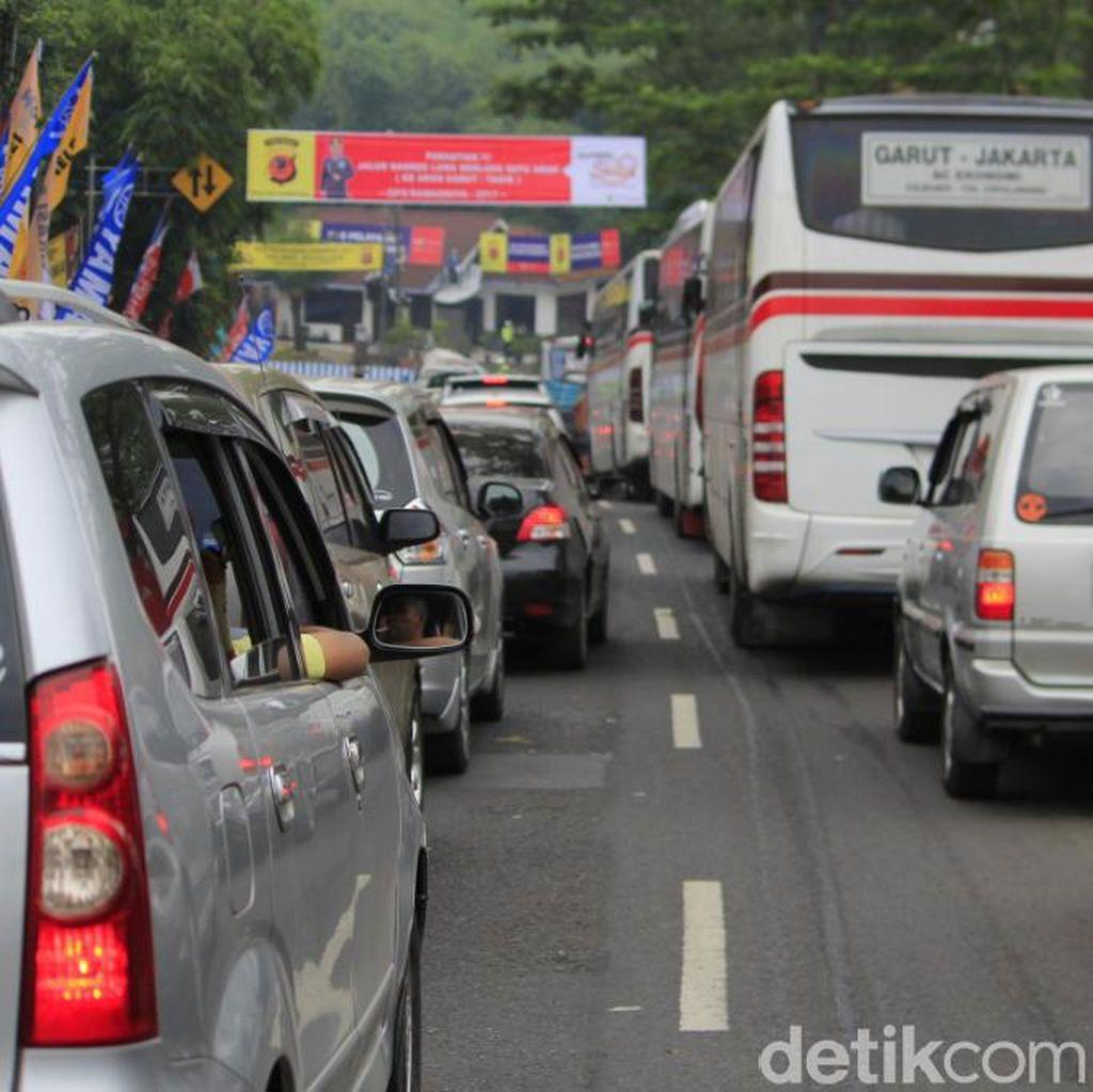 Jalur Nagreg-Garut Padat, Polisi Terapkan One Way