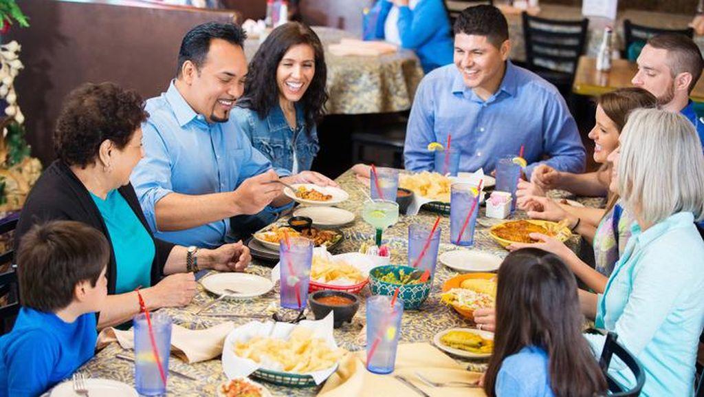 Mau Makan dengan Keluarga di Restoran Saat Lebaran? Perhatikan 6 Hal Ini