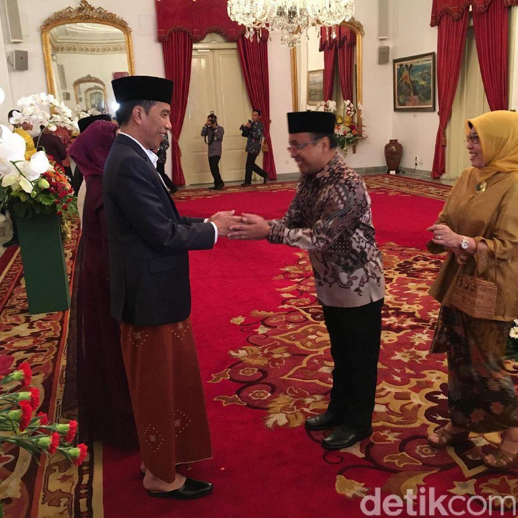 Pejabat Hingga Warga Antre Salaman dengan Jokowi-JK di Istana