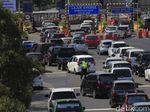 Liburan Hari Pertama, Exit Tol Cileunyi Dipadati Pemudik Lokal