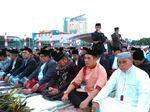Gubernur Sulsel dan Walkot Makassar Salat Id di Lapangan Karebosi