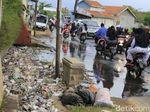 Air Lindi dari Tumpukan Sampah Depan Rumah Mewah di Majalaya Ini Bau