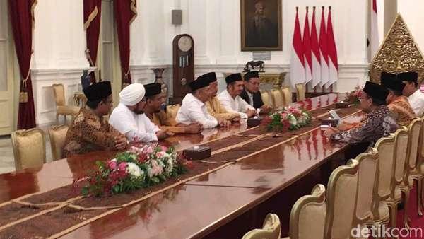 Panas Dingin Hubungan GNPF-Jokowi, dari 411 Hingga Idul Fitri