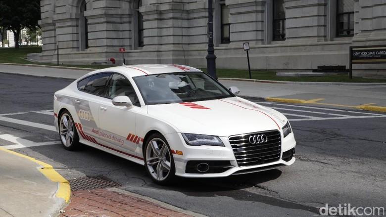 Mobil Tanpa Sopir Pertama Melintas di New York