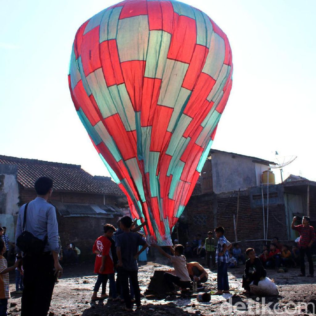 Ngapungkeun Balon Sambut Idul Fitri di Garut
