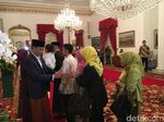 Senangnya Warga Ikut Open House ke Istana dan Foto dengan Jokowi