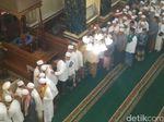 Usai Salat Id, Jemaah Masjid di Cipinang Muara Gelar Halal bi Halal