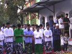 Jemaah Tarekat Naqsabandiyah di Jombang Lebaran Hari Ini