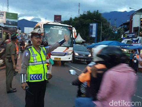 Permalink to Puncak Arah Jakarta Padat, Sistem One Way Masih Diberlakukan