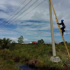 Foto: Perjuangan Listriki Desa di Pedalaman Kalimantan