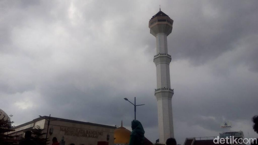 Polisi Buru Penyebar Hoax Menara Masjid Agung Bandung Roboh