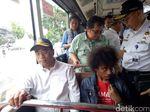 Cek Aplikasi Transportasi Publik, Menhub Naik KRL hingga Metromini
