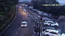 Traffic Update: Alun-alun Bandung Padat, Puncak Satu Arah ke Jakarta