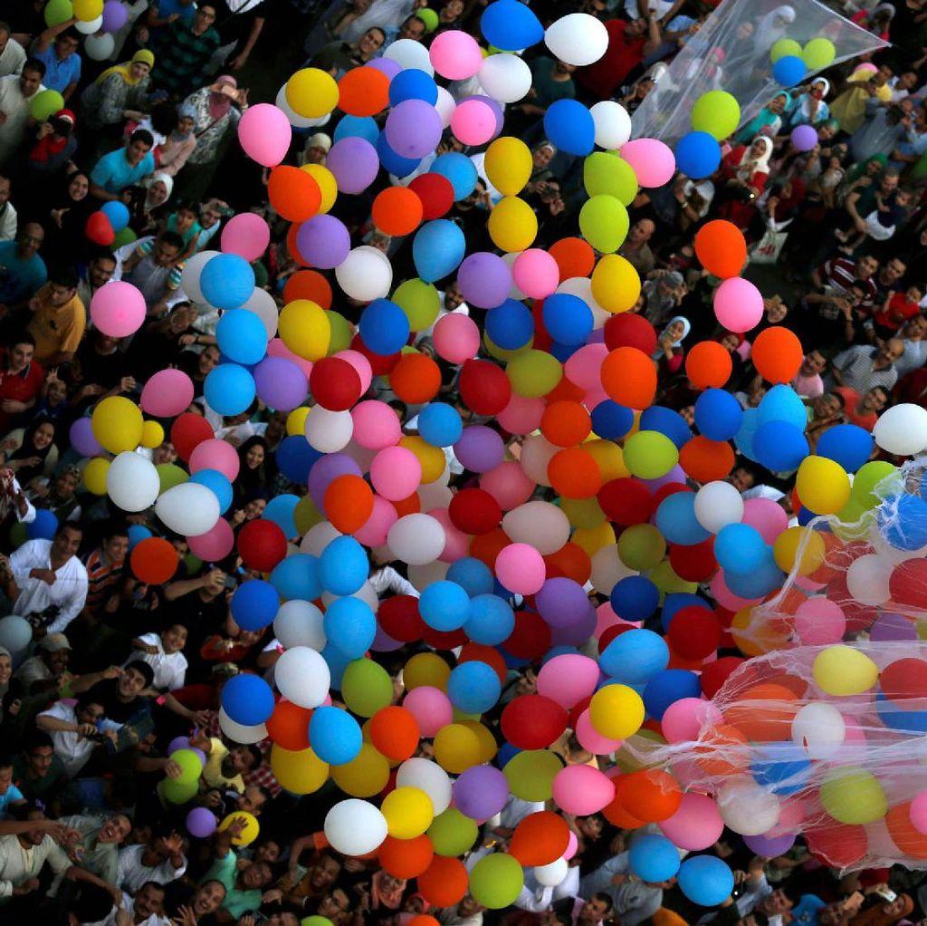 Tradisi Lepas Balon Rayakan Lebaran di Mesir