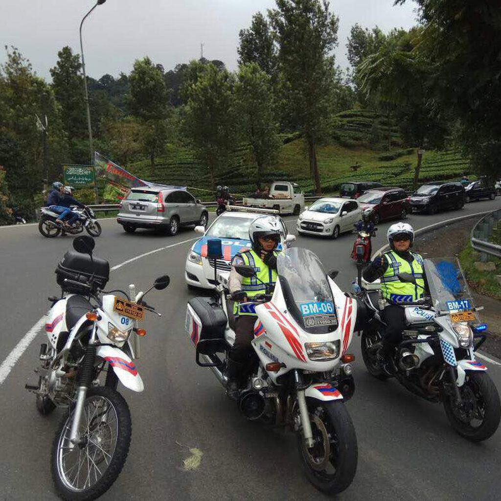 Libur Lebaran, Lalin Arah Puncak Macet 8 Km