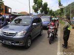 Kendaraan Menuju Objek Wisata di Ciwidey Bandung Mengular