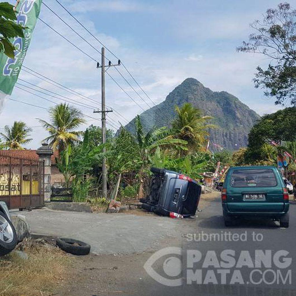 Kecelakaan di Jalur Menuju Pantai Prigi, 2 Mobil Hingga Terguling