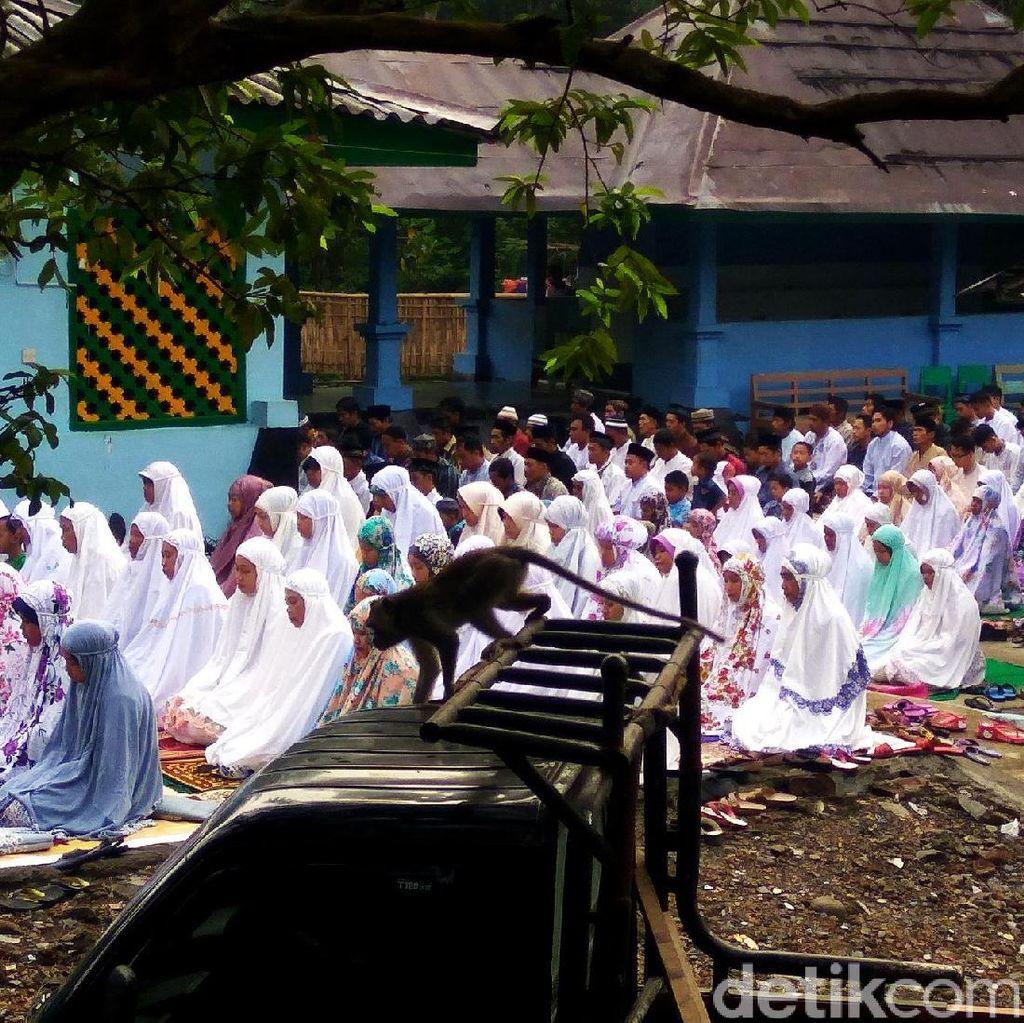 Jemaah Aboge di Banyumas Salat Idul Fitri Hari Ini