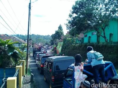 Kendaraan Antre 5 Kilometer di Jalan Menuju Pantai Palabuhanratu
