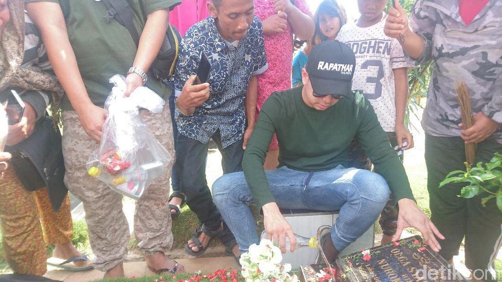 Raffi Ahmad Nyekar ke Makam Olga dan Jupe