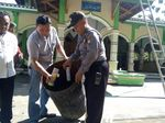 300 Petasan Ditemukan pada Balon Udara yang Jatuh ke Masjid