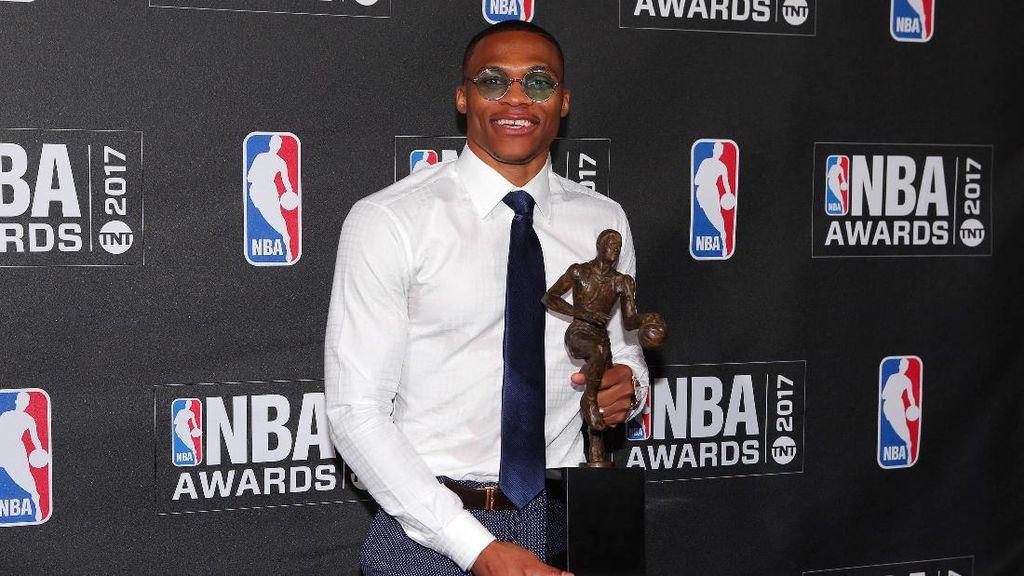 Russell Westbrook Sabet Gelar MVP 2016-17