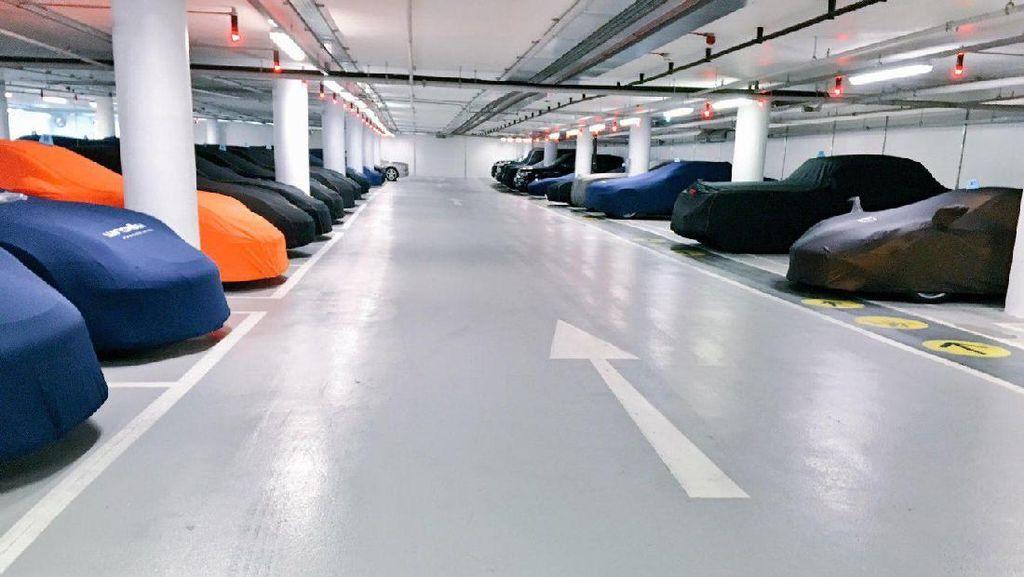 Parkiran Bintang Lima untuk Deretan Mobil Super Cepat