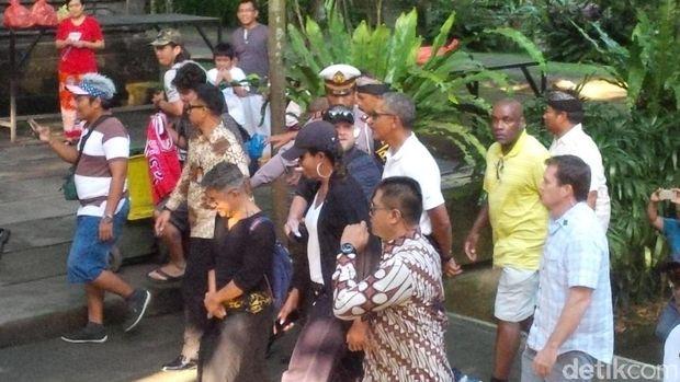 Obama saat tiba di Tirta Empul (David Saut/detikcom)
