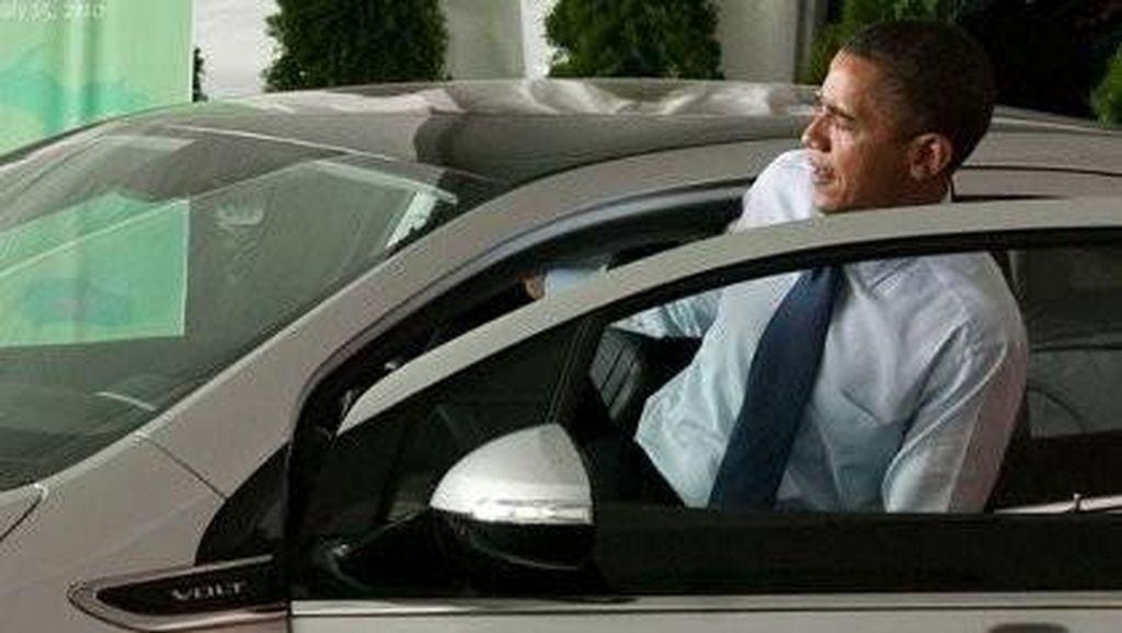 Kisah Barack Obama yang 'Bandel' Nyetir Mobil Sendiri