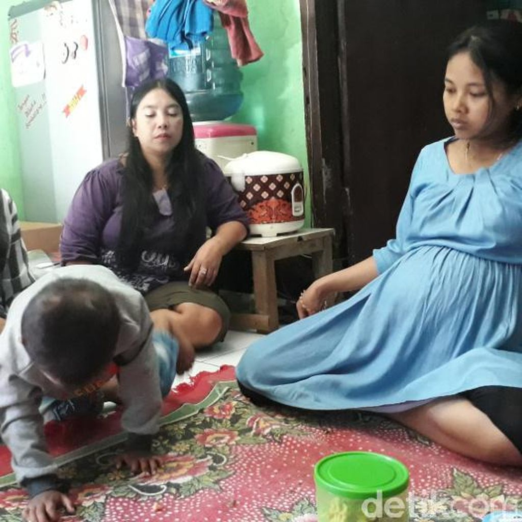 Hamil Besar, Yulia Menanti Kabar Suami yang Terseret Ombak Cisereuh Garut
