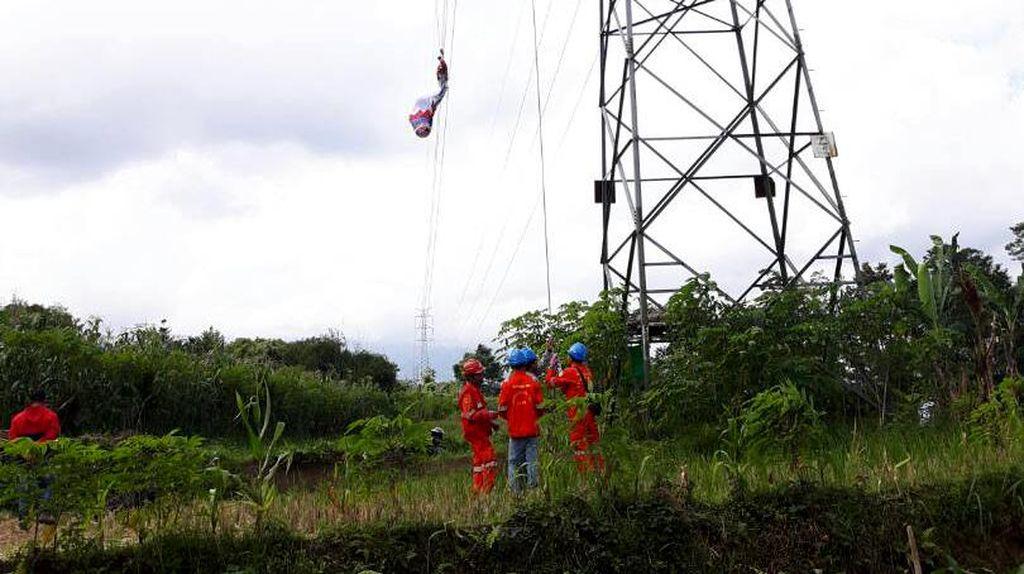 Gerak Cepat PLN Pulihkan Gangguan Listrik Akibat Balon Udara